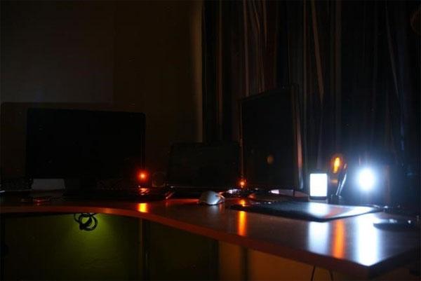 Vì sao máy tính để bàn vẫn tiêu thụ điện ngay cả khi đã tắt?