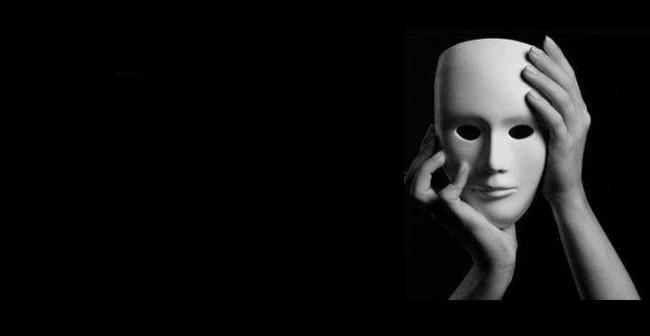 Sự giả tạo của con người