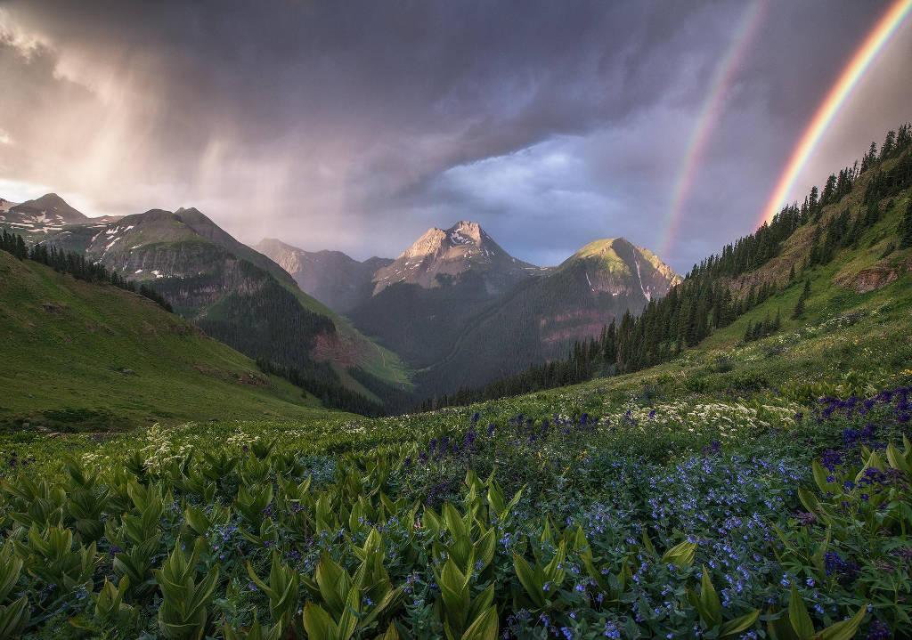 Cầu vồng đôi ở thung lũng vùng San Juan, Colorado, Mỹ