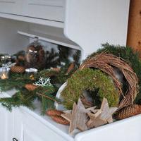 """Trang trí nhà ngày Giáng sinh """"cực đẹp"""" với lá thông và quả thông"""