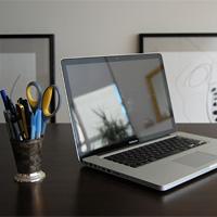 Hướng dẫn vệ sinh màn hình laptop cực đơn giản tại nhà