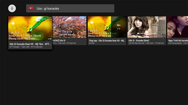 Hát karaoke trên YouTube.