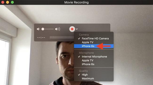 Bấm mũi tên hướng xuống và chọn iPhone hoặc iPad trong mục Camera.