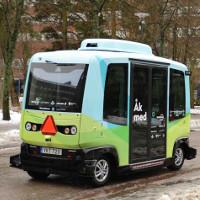 Xem xe bus tự lái chạy trên đường phố Stockholm
