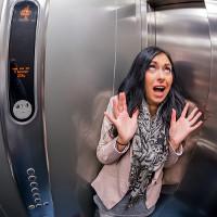 Nếu bất ngờ bị kẹt trong thang máy, bạn cần phải nhớ những điều này!