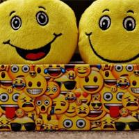 Cách xem biểu tượng cảm xúc Emoji của iPhone trên Android