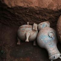Tìm thấy rượu 2.000 năm tuổi từ ngôi mộ cổ thời Tần