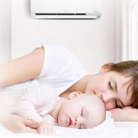 Nhà có trẻ nhỏ nên mua điều hòa hay quạt phun sương?
