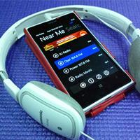 Cắm tai nghe mới nghe được đài FM trên điện thoại, tại sao phải phức tạp vậy?