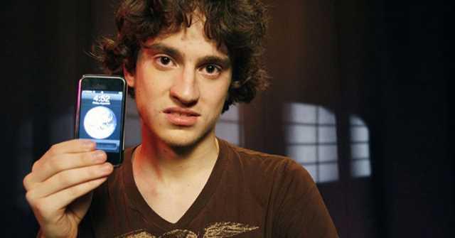 Đây là người đầu tiên trên thế giới hack được iPhone và khi đó anh ta chỉ mới 17 tuổi