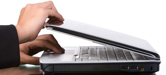 Bật và tắt laptop liên tục