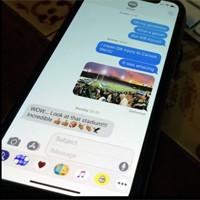 Cách mở album ảnh trong ứng dụng tin nhắn trên iPhone
