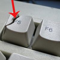 Bấm F5 hay Refresh liên tục không làm máy tính chạy nhanh hơn đâu, mọi người đang hiểu sai về Windows rồi